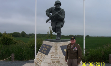 Dick Winters Memorial at Brecourt Manor with Birney Havey
